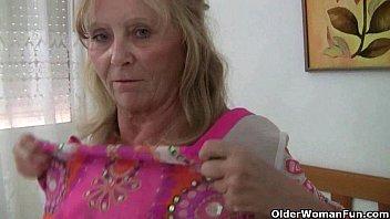 British mom gets the finger fuck treatment