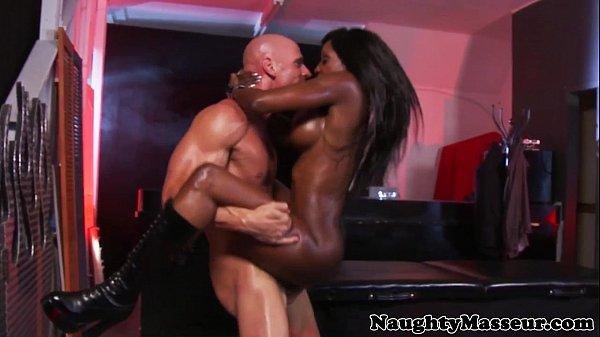 Kinky masseuse Diamond Jackson ass fucked