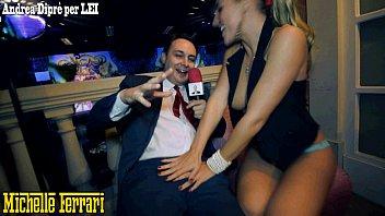 Pornstar Michelle Ferrari does taste her pussy to Andrea Diprè