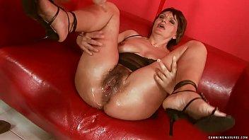 Squirting big dildo mature