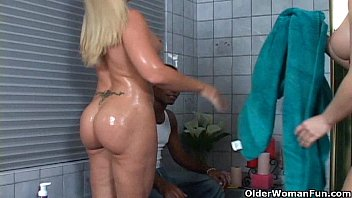 Anal sex threesome for milfs Heidi Mayne and Katja Kassin
