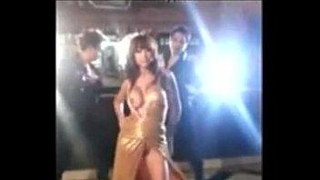 accidentally anushka sharma's boobs exposed during the shooting of bombay velvet