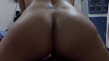 Esposa nalgona montando de espaldas