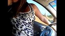 Branquinha gostosa trepando no carro