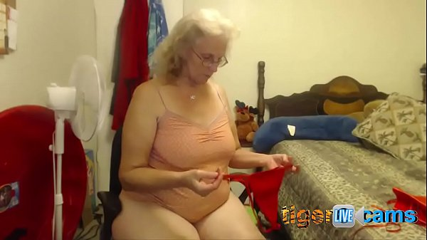 Twiddles Live on Streamate **Shows Pussy, Tits, & Ass**