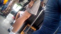 j. en falda, piernas deliciosas
