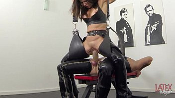 Extreme squirting and pissing in latex