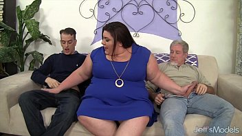 Horny, chubby Bella Bendz gets her pussy double dicked