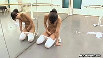 Ballerina needs to warm up so she rubs her cunt