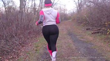 Cali kush big booty gets bang outdoors while running
