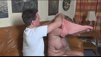 Tia pide masaje al sobrino