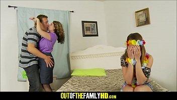 Mom Kiki Daire, Daughter Mia Gold And Boyfriend Threesome