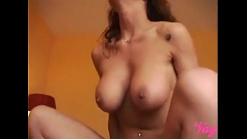 Dutch big tits Milf receiving a creampie!De handy man vult MILF kutje met sperma