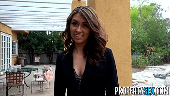 PropertySex - Bad real estate agent goes extra mile to keep client happy