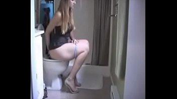 girls pee