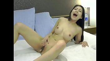 Thủ dâm bằng điều khiển sextoy p1 xem full tại t.me/live18vn2
