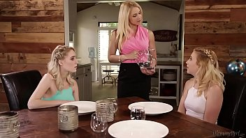 Squirter step-sisters double penetrated their mom