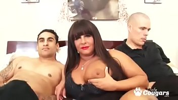 Chunky Cougar With Giant Natural Tits Taxed By Two Cocks