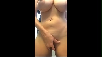 Strip And Showing Juicy Boobs - streaptease.net