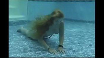 Beautiful Mermaid Maggie Masturbates Underwater