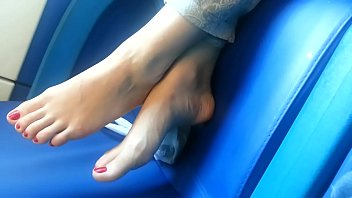 Cams4free.net - Candid Bare Feet on Train