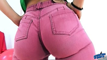 AMAZING ROUND ASS Winona in Tight Purple Jeans Exposing Her Perfect CAMELTOE