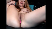 Hot woman rubbing her sexy pussy on cam