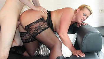 REIFE SWINGER - Curvy German blonde in stockings boned