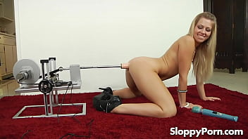 Solo anal slut Zoey Monroe with a fucking machine