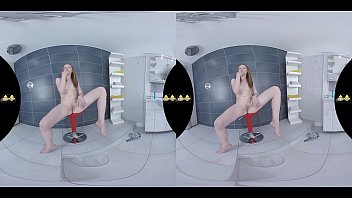 Redhead toys her pee soaked pussy - Virtual Porn 85 sec