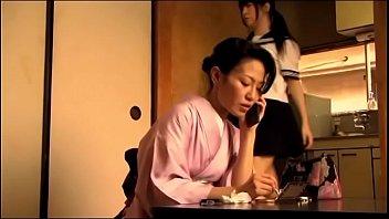 Japans tienermeisje krijgt orgasme door haar vader (Zie meer: bit.ly/2AZeSIP)