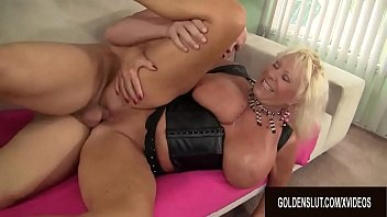 Horny Big Tits GILF Mandi McGraw Has an Insatiable Appetite for Hard Cocks