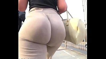 Youbadyea big booty walking