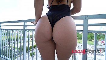 Big butt slut Kelsi Monroe's first DP action makes her tight asshole gape