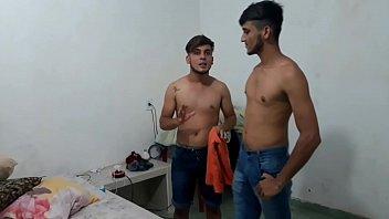 Flakael Fazendo massagem na india Treiller
