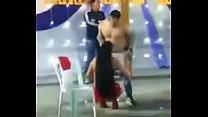 Atrevida veneca hace sexo con ropa a cachimbos