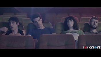 VAMOS PARA O CINEMINHA??! Cinemão pornô com Arad WinWin, Dato Foland, Levi Karter & Valentin Braun