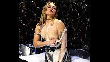 Alina modelista liking to get bath