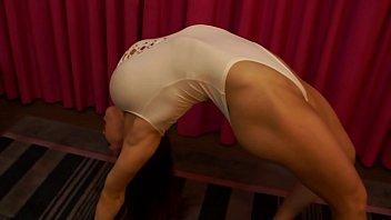 Female Bodybuilder Shows Off Flexibility