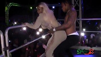 Negra Popozuda Sarrando no Dancehall