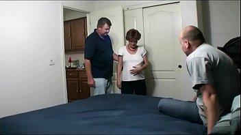 Cuckold fa scopare moglie incinta con il vicino di casa