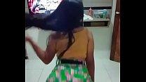 Novinha dançando