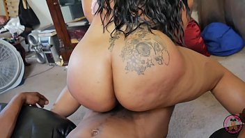 Sexy Big Booty Pornstar Vixen Vanity came to HOOD to get that pussy pounded by 12 inches of BBC