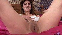 Milf closeup pussy masturbation