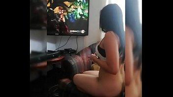 Perdio en los video juegos y pago penitencia... Observa como se molesta