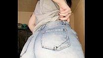 E-girl rabuda mostrando a bunda e a buceta