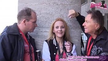 Deutsche Schlampe auf Erotik Messe Venus abgeschleppt und mmf anal Dreier gemacht