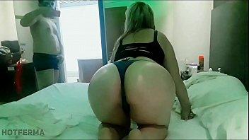 Loira fodendo no motel com amigo do marido