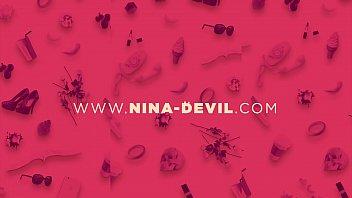 Nina wieder in rot Striptease