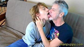 Gay 18-year-old Twink & 50yo Daddy Kissing and Tongue Worship - Elis Ataxxx - Richard Lennox - Manpuppy